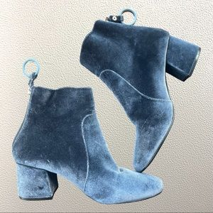 Urban outfitters velvet booties size 6 euc